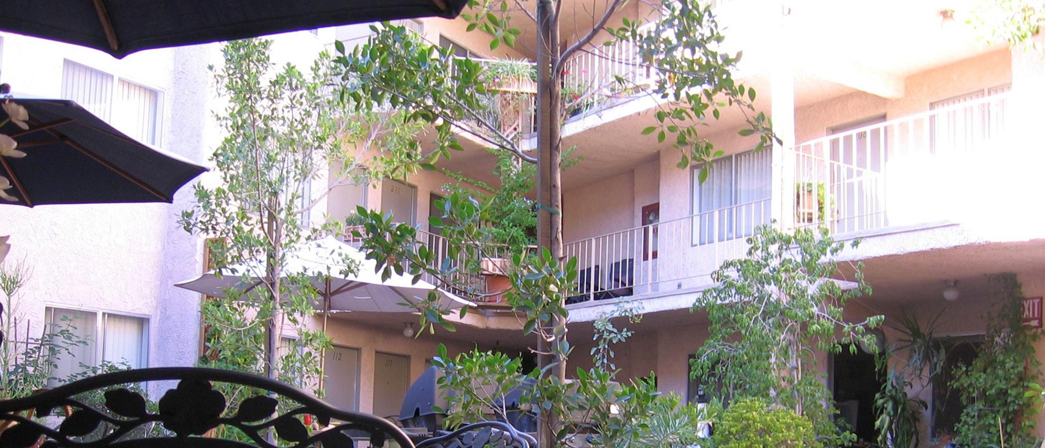Kling Courtyard Apartments slideshow image